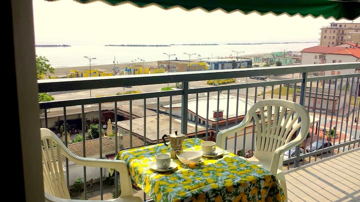 Air-conditioned three-room house, sea view. C 2-23