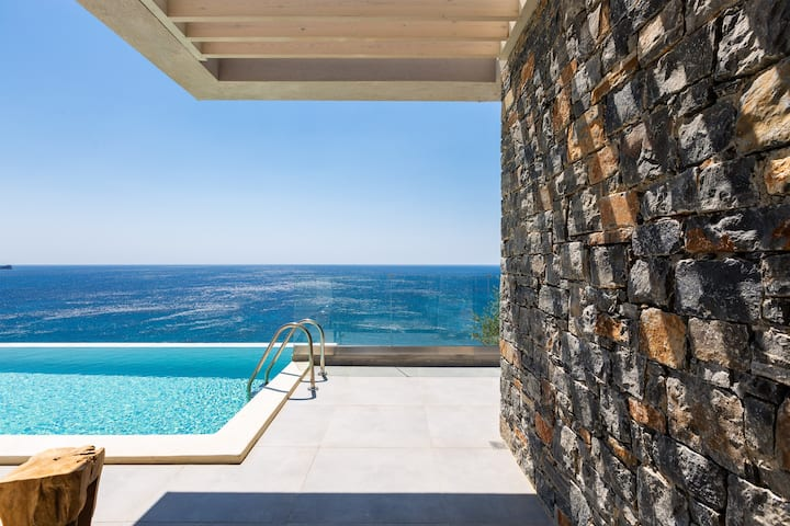 Fotinari Villa 1 - High quality above a cozy beach