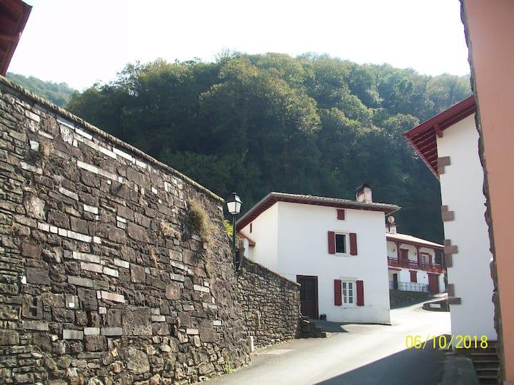 Maison de bourg au cœur du Pays Basque