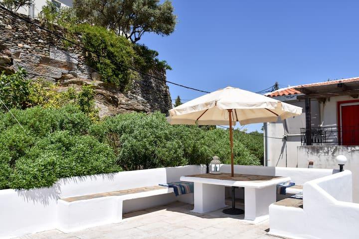 Ioulis Summer House