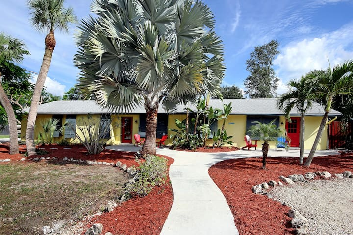 Poinciana,  spacious & bright,  pool, pet friendly