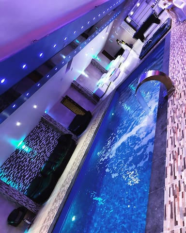 PARTY! ChigwellPoolhouse   15 min drive from Chelm