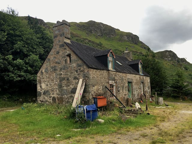 Croft House Bothy B&B in Heart of Highlands - Dornie - บ้าน