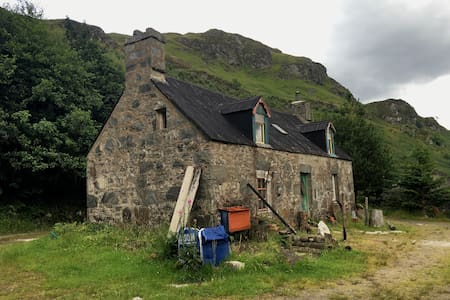 Croft House Bothy B&B in Heart of Highlands - Dornie - Huis