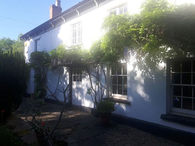 Walk House. Cosy 18th Century Cottage.