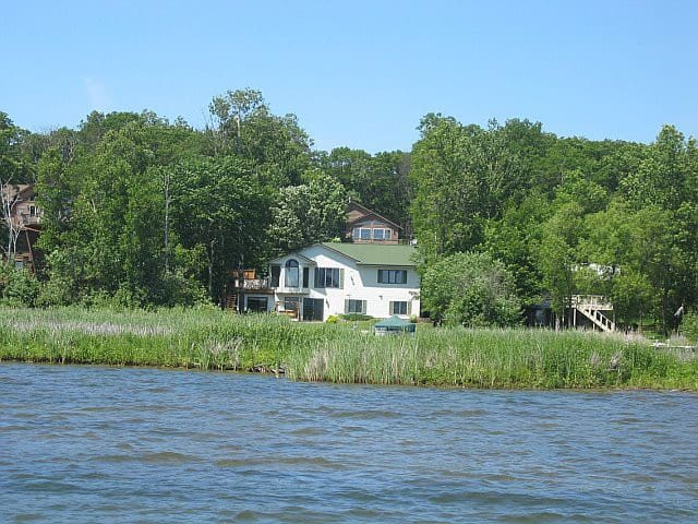 Big Lake House: 5br+6bed+dock+boat+pool/ping pong