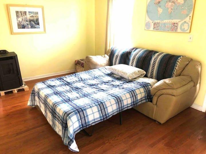 Felton House - Economy couch heaven