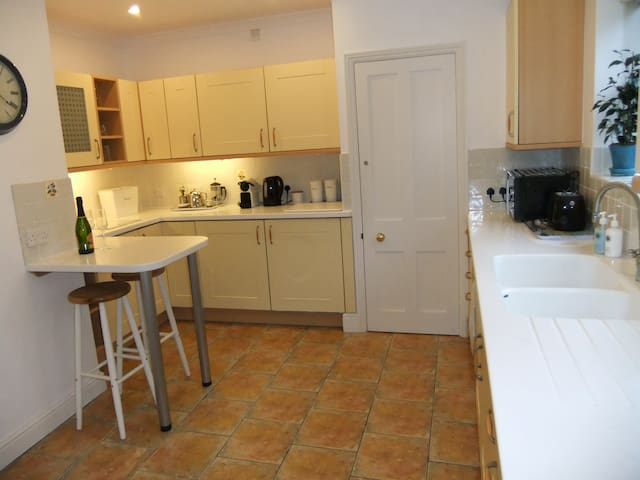 Charming 2 Bedroom Lodge with enclosed garden - Hawkhurst - Pensió