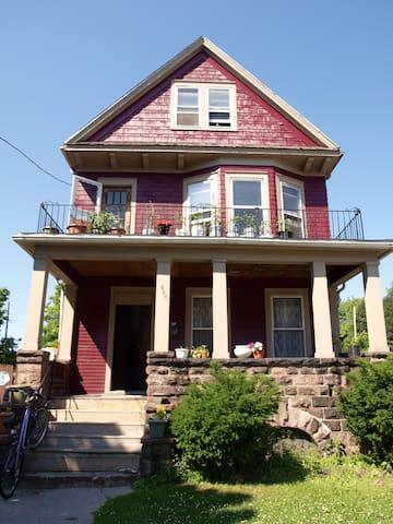 Beautiful Co-op House on West Side! - Buffalo - Maison