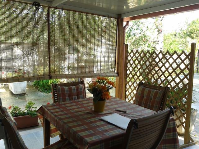 Casa con ampio giardino 4-5 persone - Punta Prosciutto