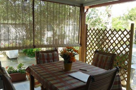Casa con ampio giardino 4-5 persone - Punta Prosciutto - Ház