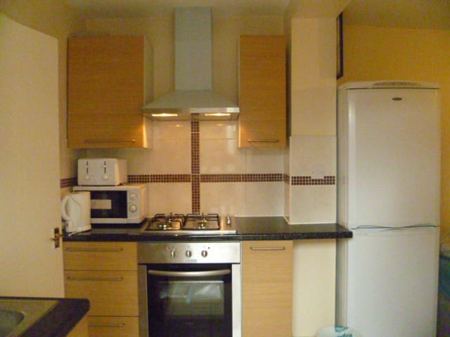 LONDON EDITH' STUDIO, SLEEPS 2-4. 23MINS TO CITY.