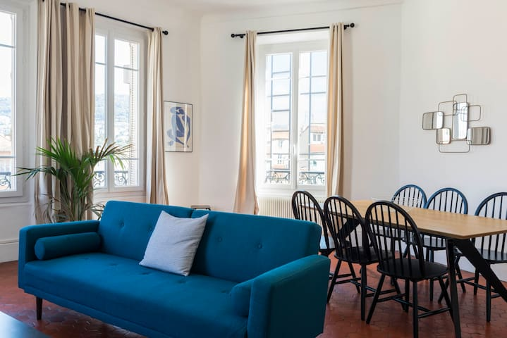 Amazing 4th Floor Apartment Place du pin - 8 p