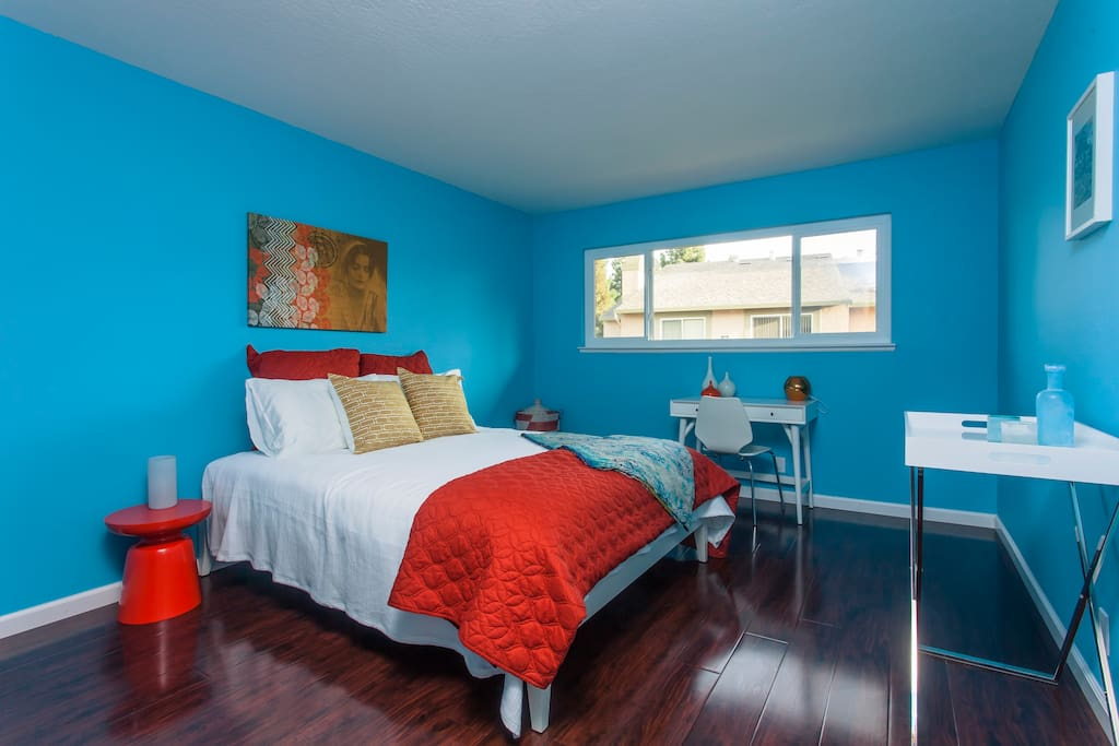 Bedroom - The bedroom is spacious and colorful.
