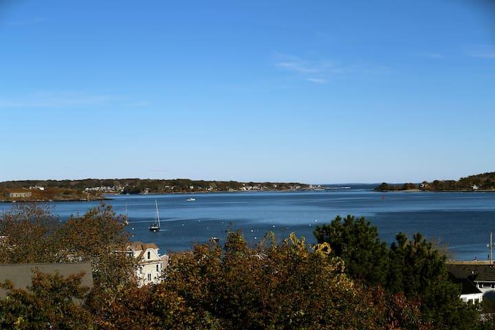Romantic studio with ocean views
