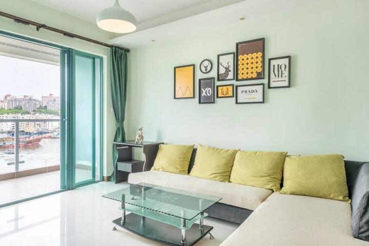 三亚市中心温馨家庭公寓68平带厨房,两张双人床, 临近第一市场