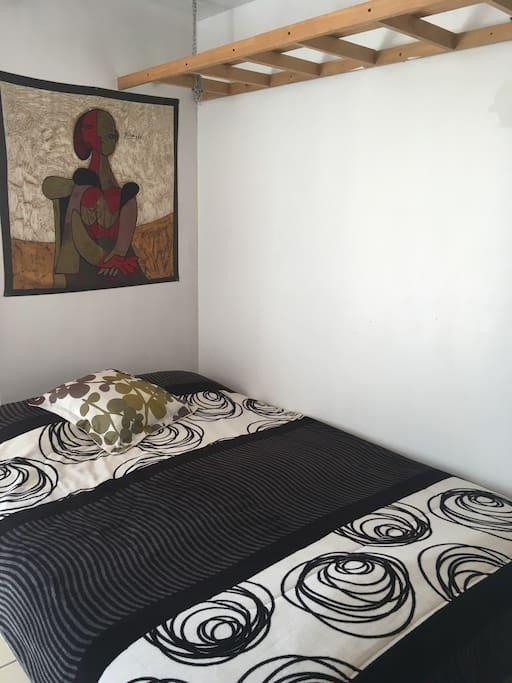 Está es la habitación disponible para ti. =)