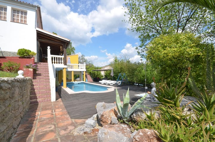 Private lofty double room with en suite in villa
