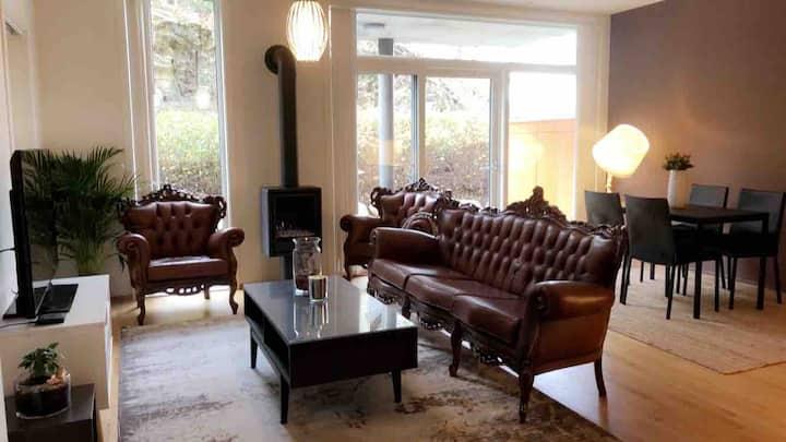 Stylish flat w/ garden & fireplace, next to fjord!