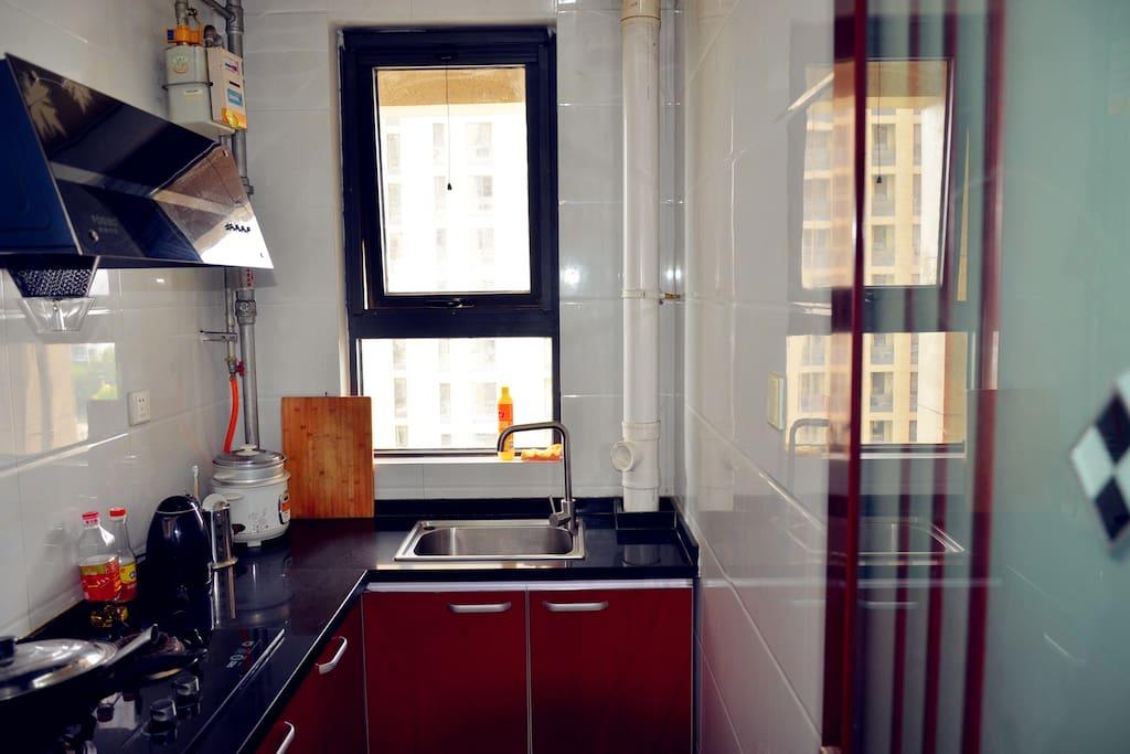 窗明几净厨房