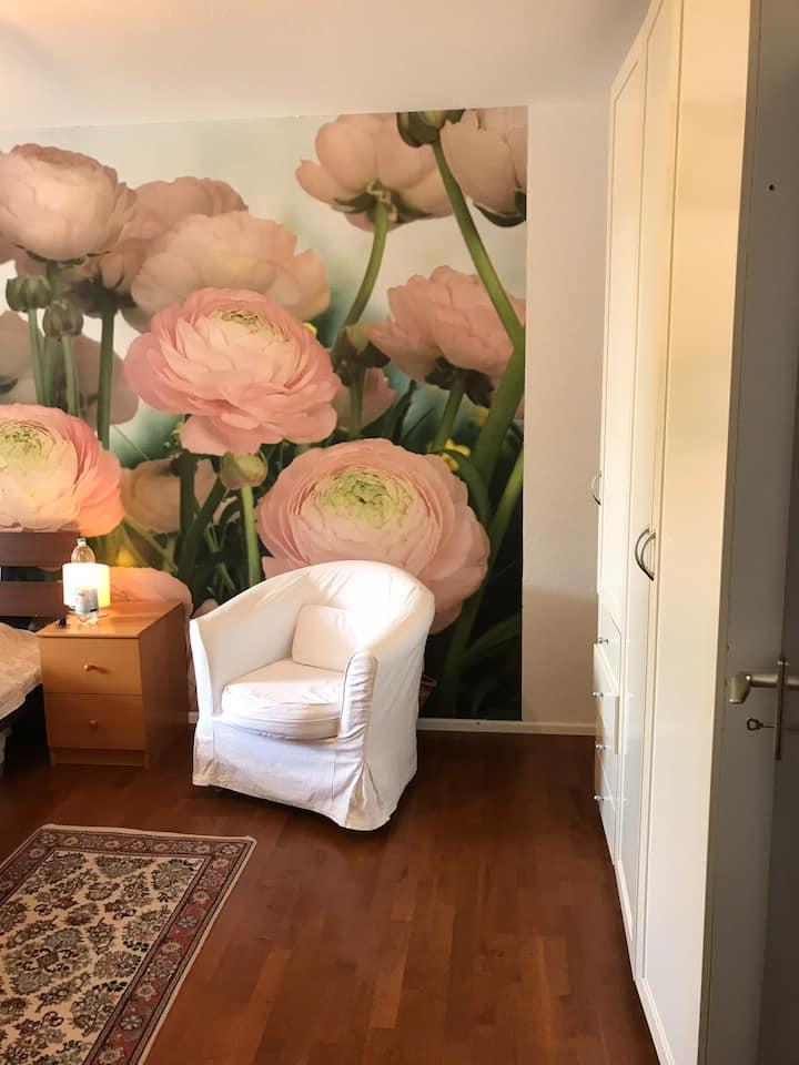 Helle 2-Zimmer Wohnung möbliert für 6 Monate