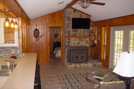 Tara's Tara III Cabin - Cottage