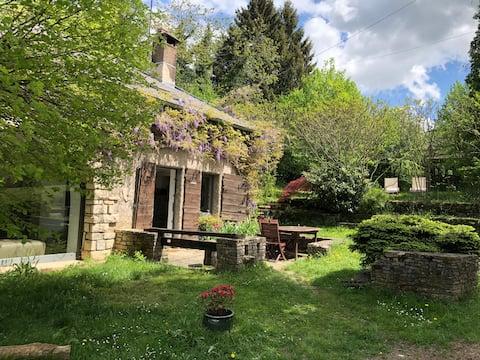 Bucolique maison ancienne proche de la forêt.