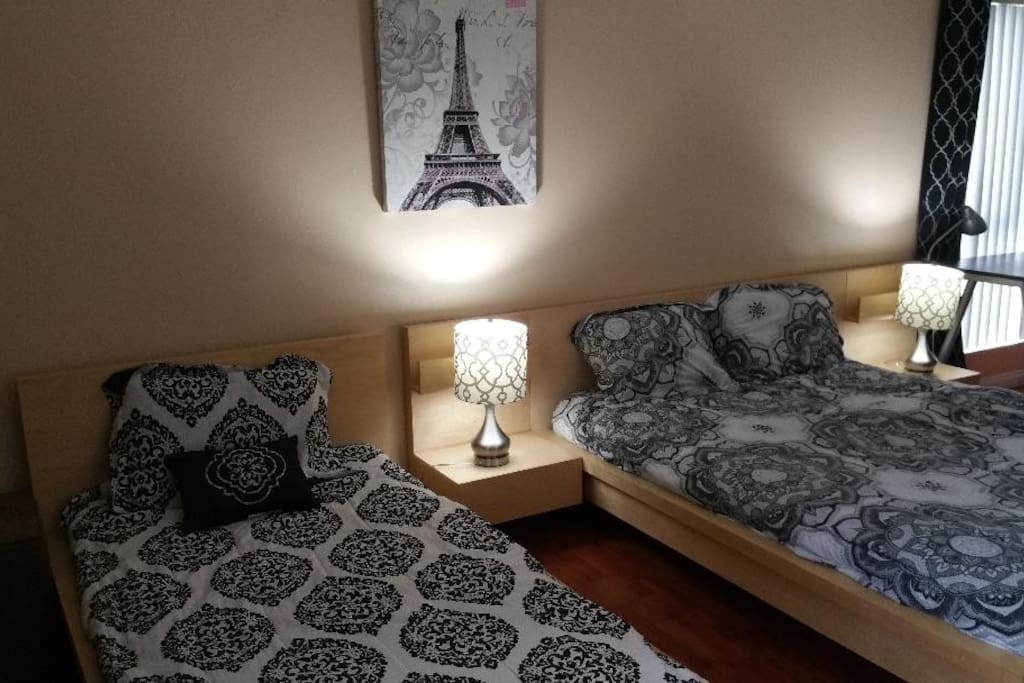 Master Bedroom with Queen Bed and Twin Bed