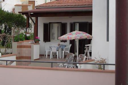 Haus mit großer Terrasse - Pomonte