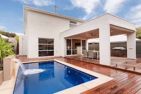 Adelaide : Georgeous, Modern, Beach - Maison
