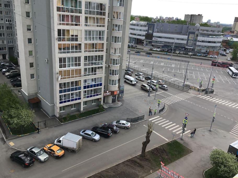 Вид из окна. Стадион за этим домом