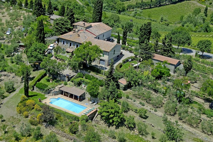 Beautiful villa with outbuilding and a lovely pool - Castellina in Chianti - House