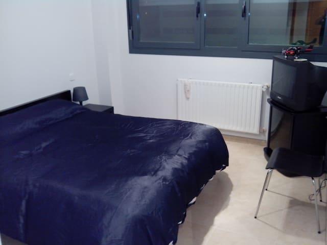 Habitación en casa compartida con el dueño - Alcorcón - House