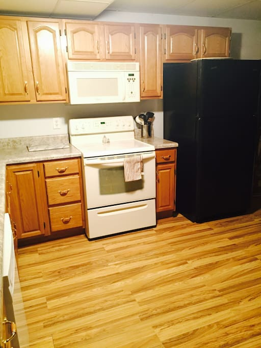 Full Kitchen w/ microwave and dishwasher