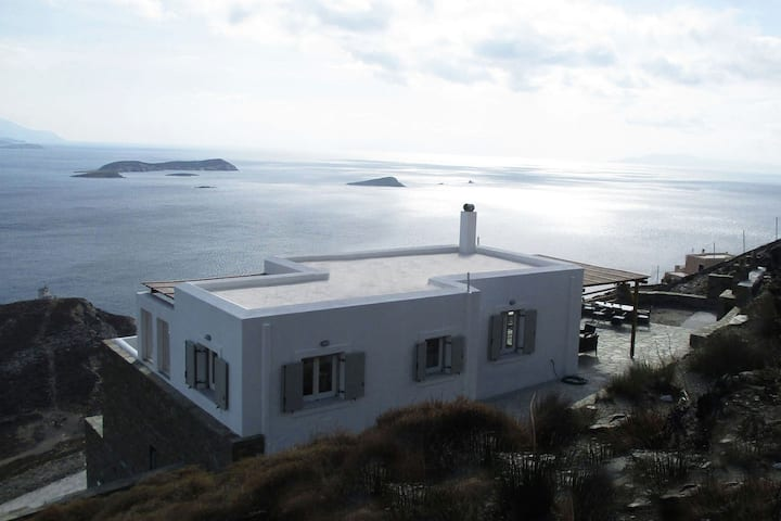 Comfortable Villa near Sea in Andros