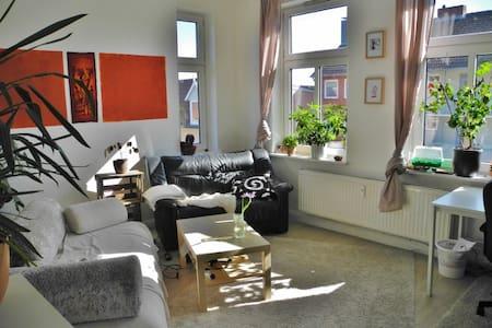 Helle Wohnung mit Meerblick - Lägenhet