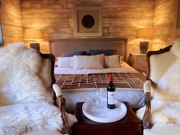 Luxurious & cosy Shepherd's Hut for rural retreats