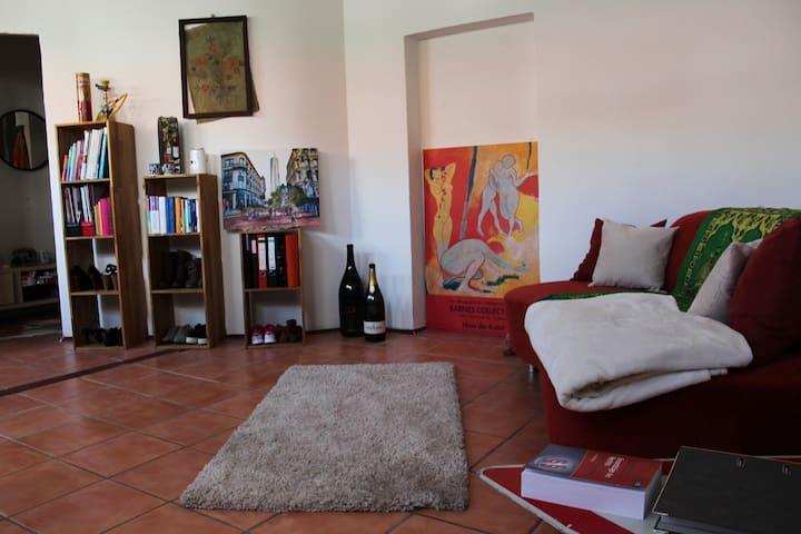 Künstler Zimmer 27qm in ruhiger und zentraler Lage