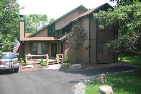 Pocono Retreat Towamensing Trails - Albrightsville