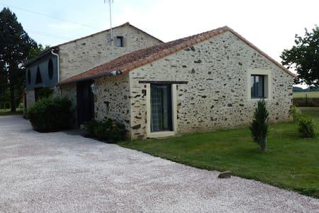 gîte rural 2(5) pers. 50m² 1 chambre,jardin 3000m² - Les Cerqueux-Sous-Passavant