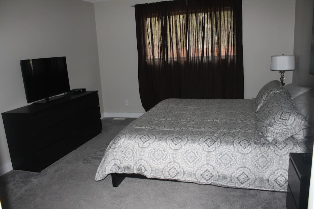 Master Bedroom - King bed with flat screen TV
