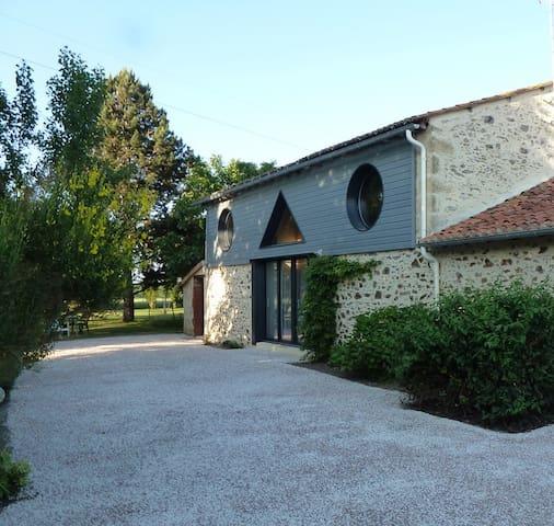 Gite rural 5 pers.110 m², 2 chambres,jardin 3000m² - Les Cerqueux-Sous-Passavant - Dům