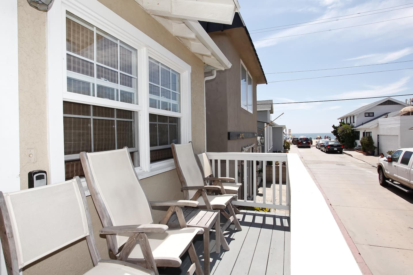 3 houses from the beach. Great Location