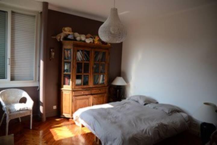 Grande chambre proche centre ville