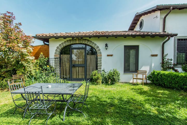 Dependance in campagna con giardino - Tuscania - Villa