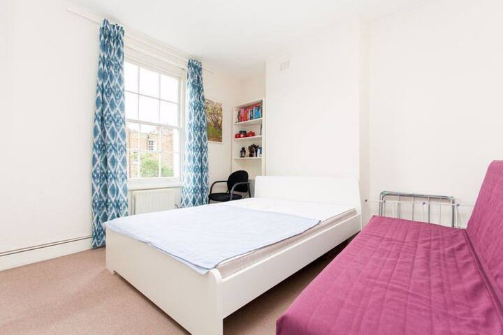 A Double Room is available in Angel - Zone 1