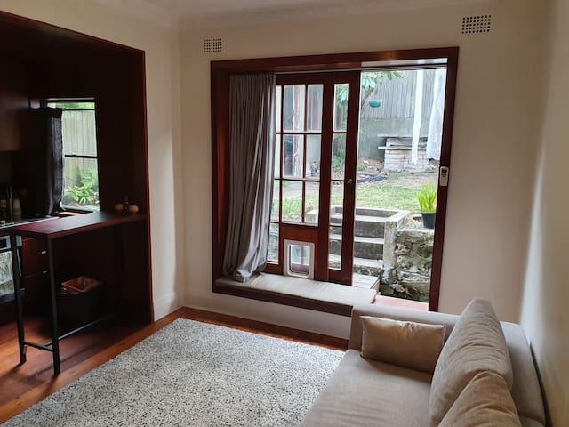 Garden apartment 20 seconds from Bondi Beach (Nth)