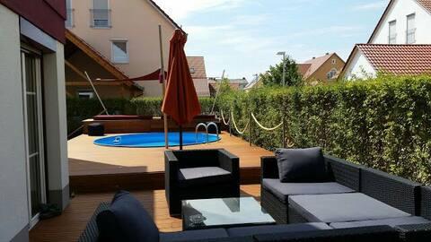 Künstler-Traumhaus mit Pool und Garten