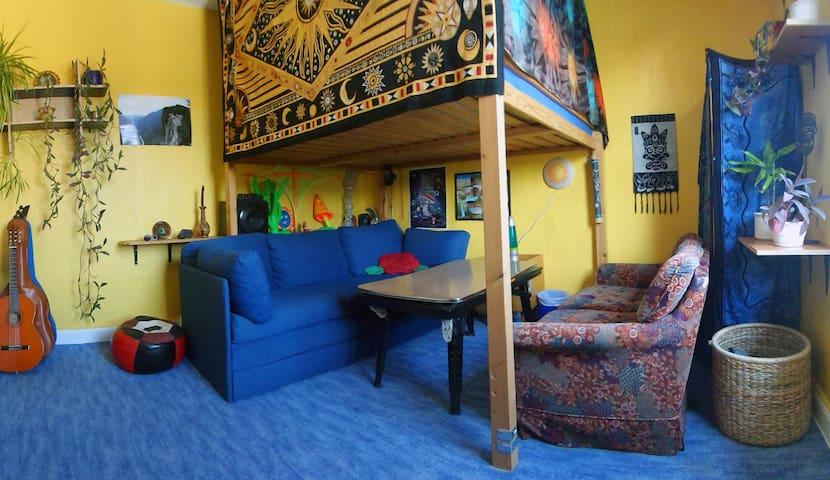 Appartment mit Südbalkon im Zentrum - Marburg - Appartement