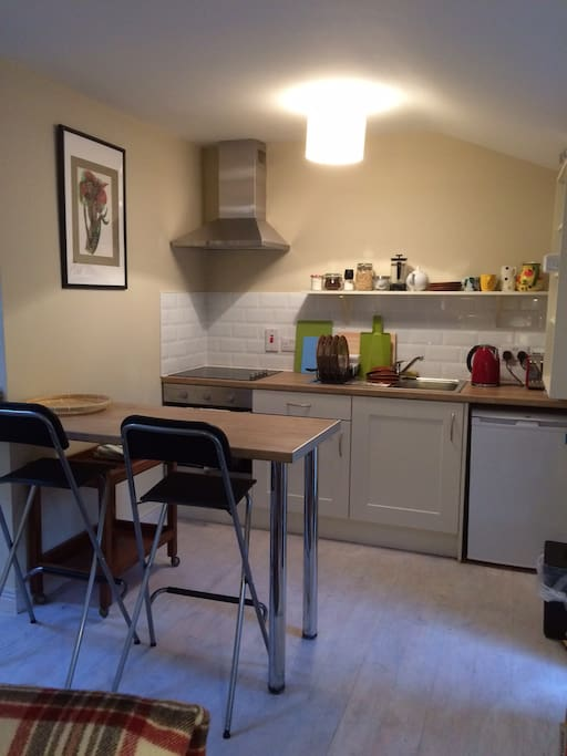 Cooker, fridge, fully fitted out ( no dishwasher)